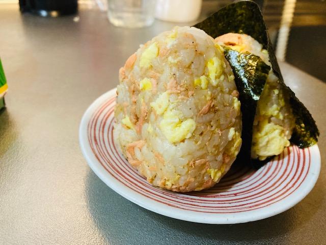 炒り卵と鮭のおにぎり