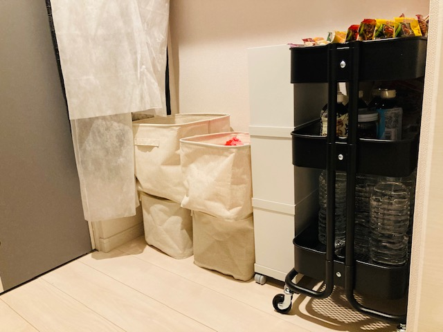 ウォークインクローゼットの備蓄収納_無印_IKEA