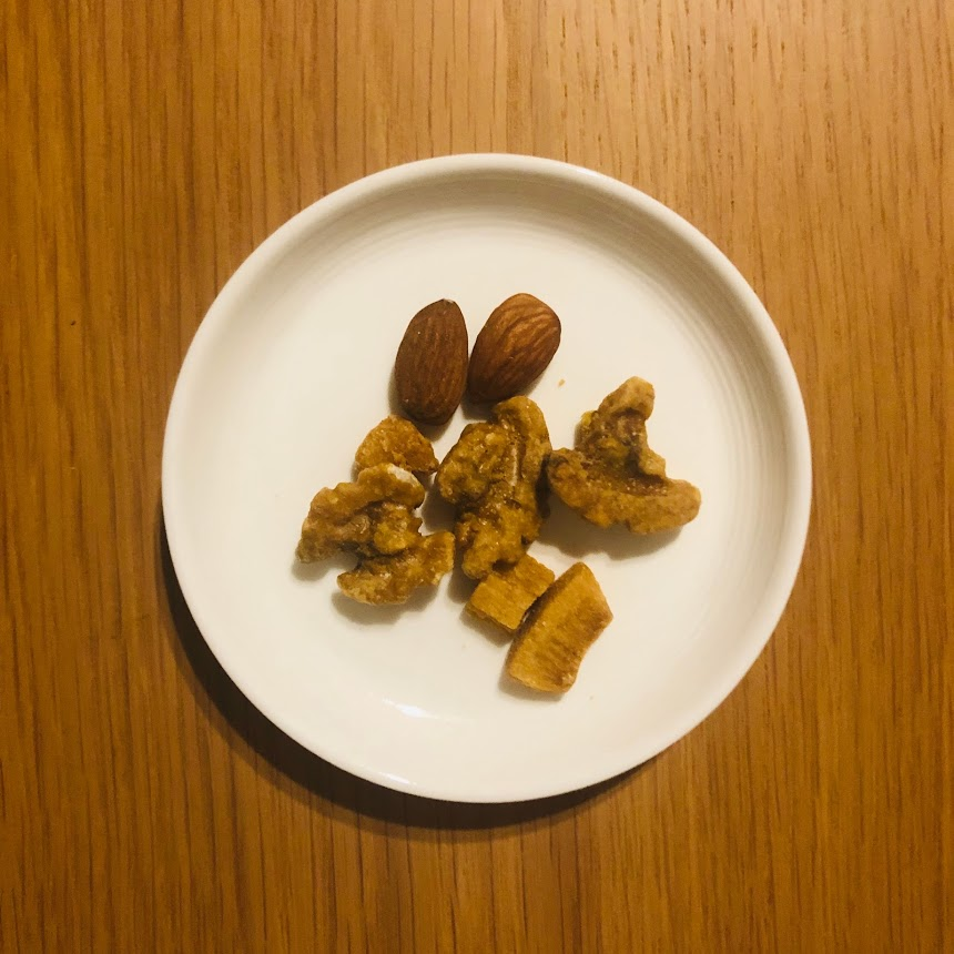 クルミとココナッツのキャラメリゼ 素焼きアーモンド入り_中身