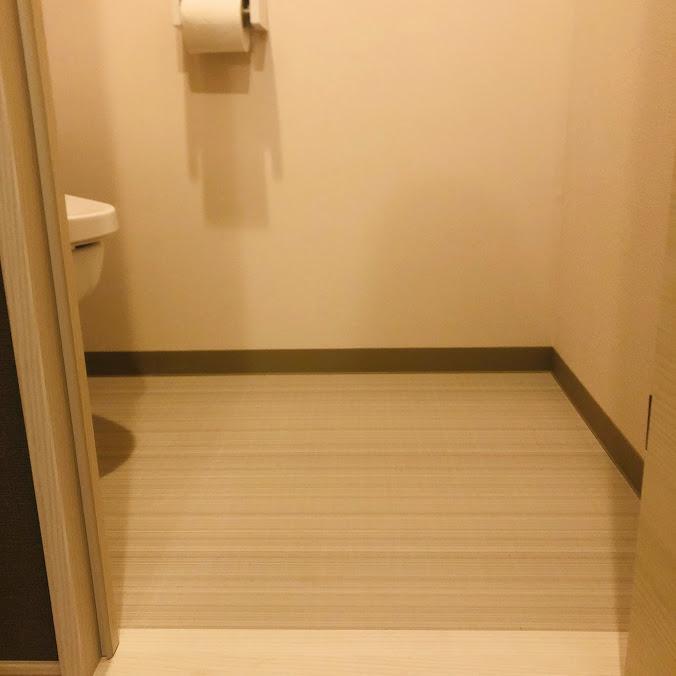 何もないトイレ_入り口