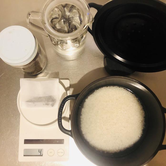 出汁とお茶とお米の準備